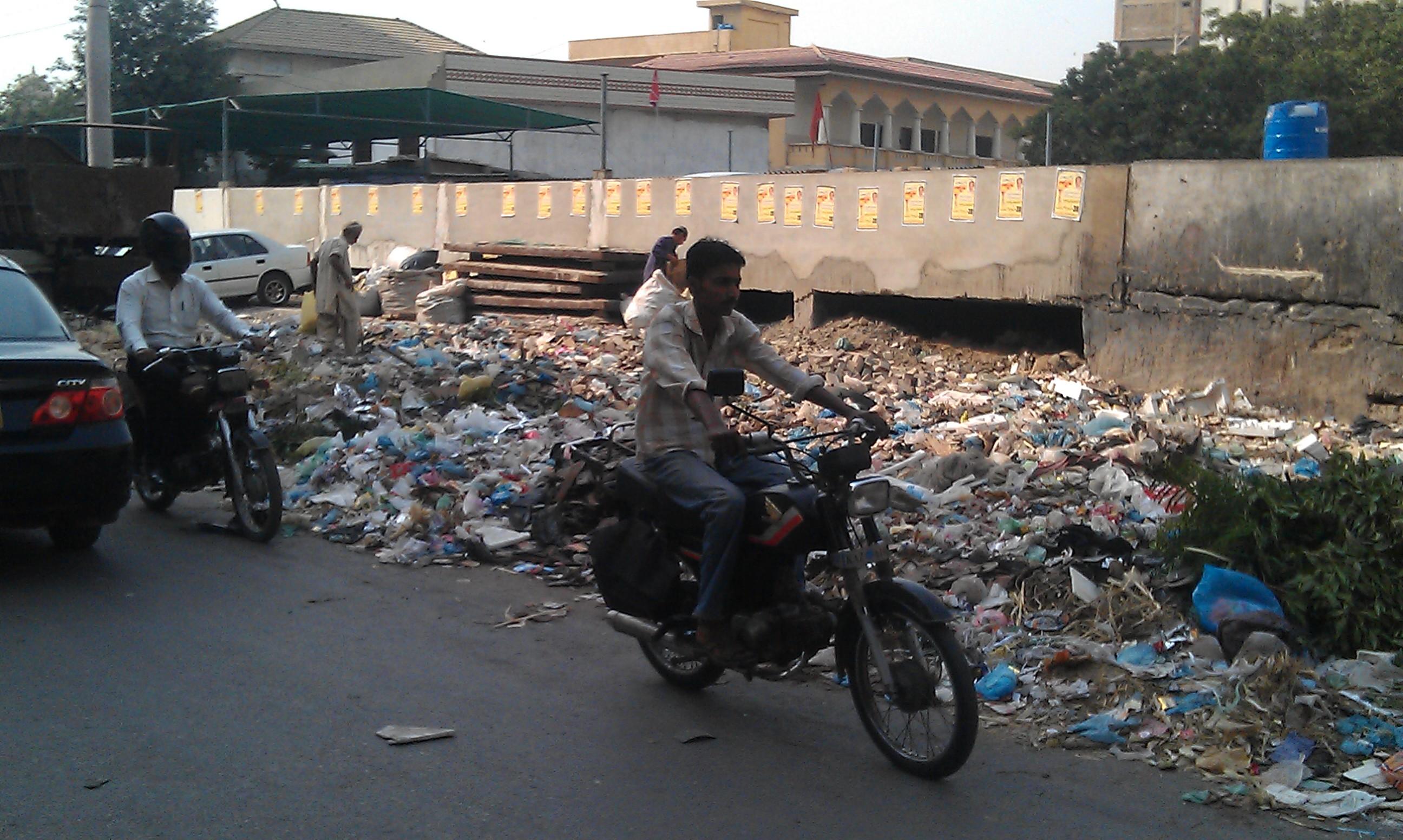 Litter on Hasrat Mohani Road